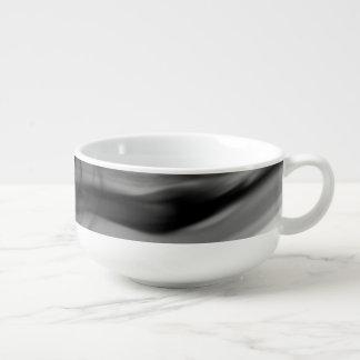 Schwarze Suppen-Tasse des Feuer-II durch Künstler Große Suppentasse