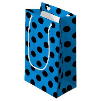 Schwarze Tupfen auf Himmelblau Kleine Geschenktüte