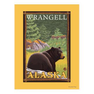 Schwarzer Bär im Wald - Wrangell, Alaska Postkarte