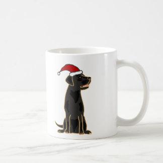 Schwarzer Labrador-Retriever in der Kaffeetasse