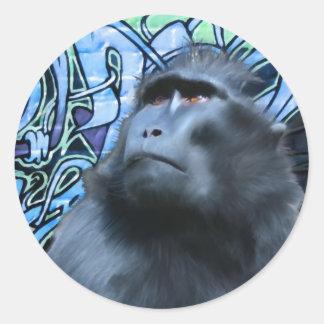 Schwarzer Macaque-Aufkleber Runder Aufkleber