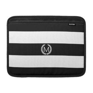 Schwarzer u. weißer Streifen mit MacBook Sleeve
