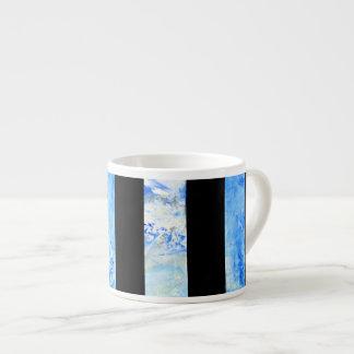 Schwarzer und blauer Streifen mit Espressotasse
