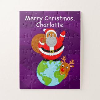 Schwarzer Weihnachtsmann stehend auf der Erde,