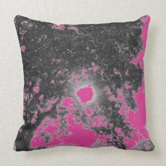 Schwarzes Baumkissen des Pinks Kissen