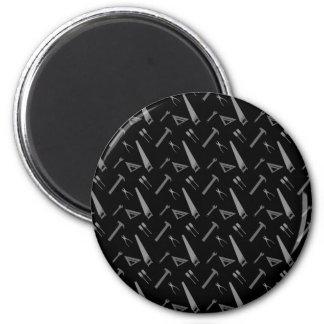 Schwarzes Werkzeugmuster Runder Magnet 5,1 Cm