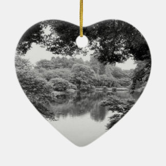 Schwarzweiss--, coole, einzigartige Natur und See Keramik Herz-Ornament