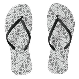 Schwarzweiss-Diamant-Muster drehen Reinfälle um Flip Flops
