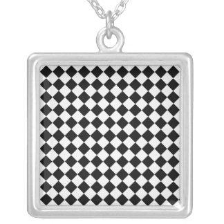 Schwarzweiss-Diamant-Muster durch Shirley Taylor Versilberte Kette