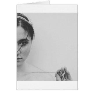 Schwarzweiss-Frau und Garn Karte