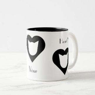 Schwarzweiss-Katze und Herz-Tasse Zweifarbige Tasse