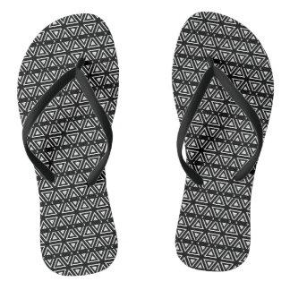 Schwarzweiss-Pixel-Zickzack-Muster Flip Flops