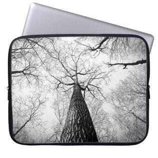 Schwarzweiss-Treeline Skyline-Kunst-Druck Laptop Sleeve
