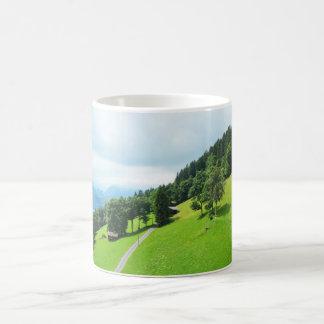 Schweizer Alpen im Sommer Kaffeetasse