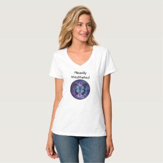 Schwer meditiert mit Blume des Lebens und des T-Shirt