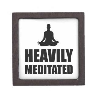 Schwer meditiert schmuckkiste