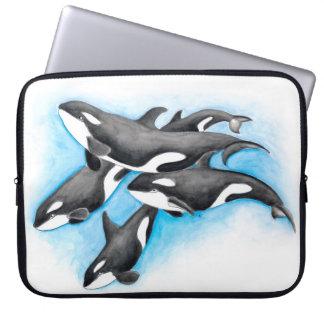 Schwertwale im Blau Laptop Sleeve