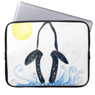 Schwertwalmond Laptop Sleeve