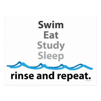 Schwimmen, isst, studiert, schläft… Spülen und Postkarte