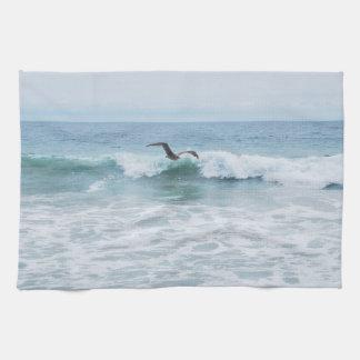 Seemöwe am Strand in Kalifornien Handtuch