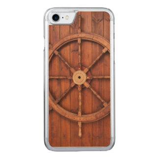 Seeschiffs-Helm-Rad auf hölzerner Wand Carved iPhone 8/7 Hülle