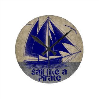Segel mögen einen Piraten, den See Jungen Runde Wanduhr