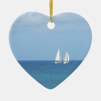 Segelboot-Rennen Keramik Herz-Ornament
