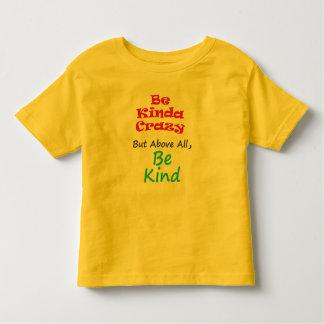 Seien Sie, ein bisschen verrückt aber seien Sie Kleinkind T-shirt