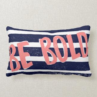 Seien Sie mutiges Typografie-Rosa, blau und das Lendenkissen