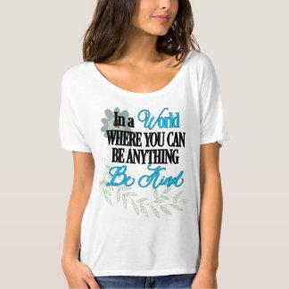 Seien Sie nett, inspirierend, mit Blumen T-Shirt