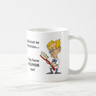 Seien Sie zu den Zahnärzten nett Kaffeetasse