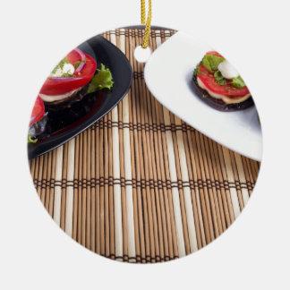 Selbst gemachtes vegetarisches Geschirr der Rundes Keramik Ornament