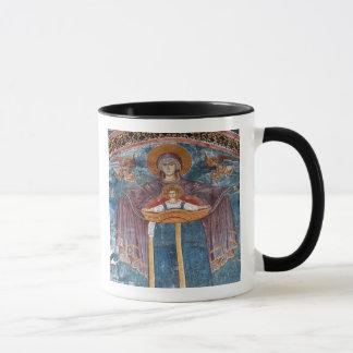 Serbische orthodoxe Kirche und ein Tasse