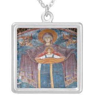 Serbische orthodoxe Kirche und ein Versilberte Kette
