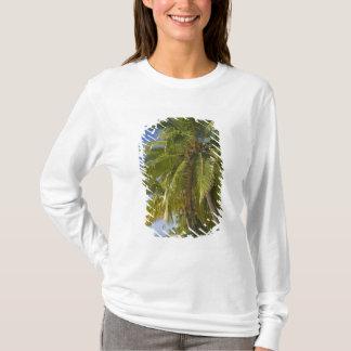 Setzen Sie auf einer Fußinsel, Aitutaki, T-Shirt