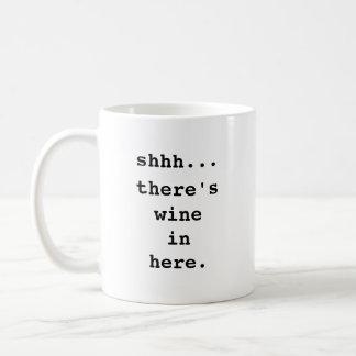 Shhh… Es gibt Wein herein hier. Kaffee-Tasse Kaffeetasse