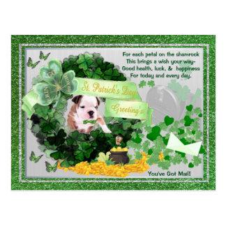Sie Bulldoggen-Welpen-St.-Pattys haben Postkarte