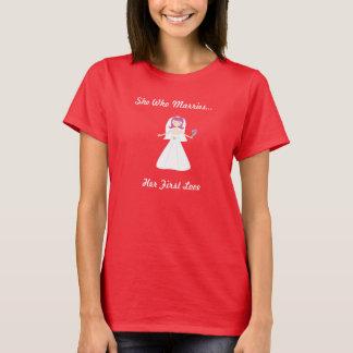 Sie, die ihren ersten Liebe-T - Shirt heiratet