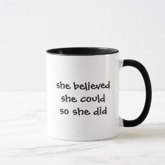 Sie glaubt, dass sie könnte, also sie Tasse tat