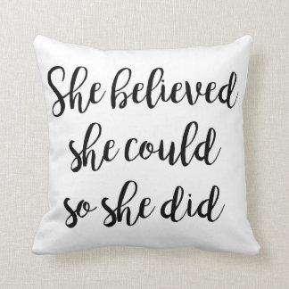 """""""Sie glaubte, dass sie könnte, also sie"""" Kissen"""