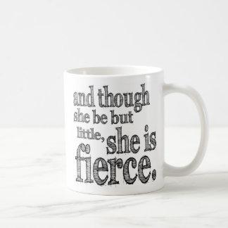 Sie ist heftige Tasse