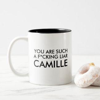 Sie sind solch ein Lügner Camille! Zweifarbige Tasse