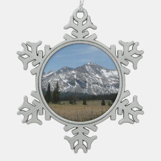 Sierra Nevada-Berge I von Yosemite Schneeflocken Zinn-Ornament