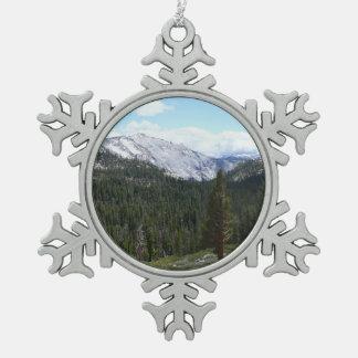 Sierra Nevada-Berge II von Yosemite Schneeflocken Zinn-Ornament