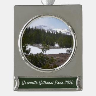 Sierra Nevadaberge und -schnee bei Yosemite Banner-Ornament Silber