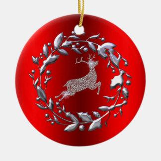 Silbernes Ren und Kranz auf rotem Weihnachten Keramik Ornament