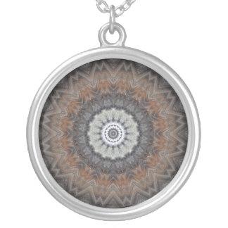 Silbernes und graues Mandala-Kaleidoskop Versilberte Kette