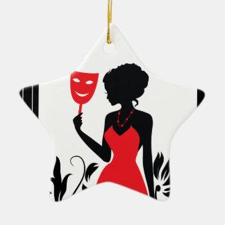 Silhouette der eleganten Frau im roten Kleid mit Keramik Ornament