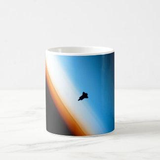 Silhouette der Raum-Shuttle-Bemühung Kaffeetasse