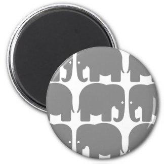 Silhouette grise d'éléphants magnet rond 8 cm